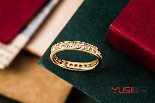 黄金排钻戒指